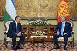 Архивное фото президента Кыргызстана Алмазбека Атамбаева в ходе встречи с главой Узбекистана Шавката Мирзиёева