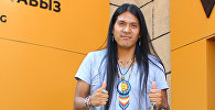 Эквадорский исполнитель, пан-флейтист Лео Рохас во время интервью Sputnik Кыргызстан