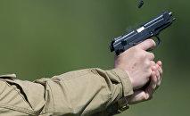 Стрельба из пистолета. Архивное фото