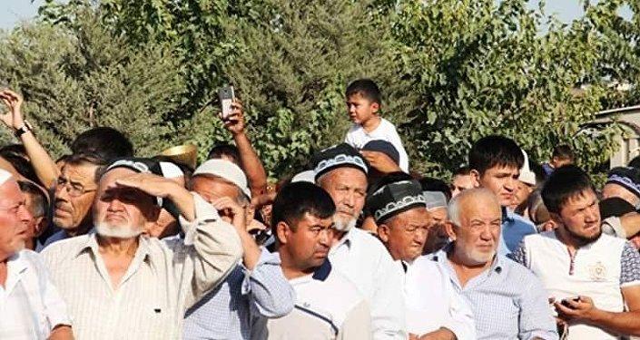 Контрольно-пропускной пункт Достук в Ошской области на границе с Узбекистаном возобновил работу в круглосуточном режиме