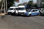 Столкновения маршрутного такси №199 и автомобиль Honda Fit в центре Бишкека