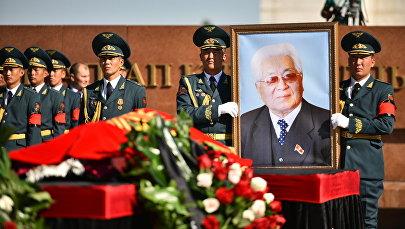 Мамлекеттик ишмер Турдакун Усубалиев менен коштушуу аземи. Архив