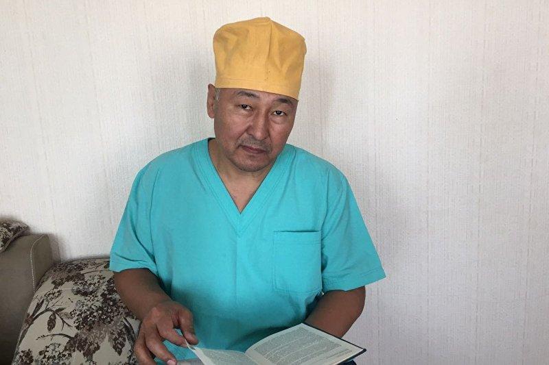Врач, лор национального госпиталя в Бишкеке Жолчубек Жумабеков