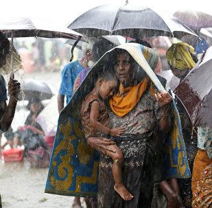 Рохинджа эли Бангладештин чек арасында. Архивдик сүрөт