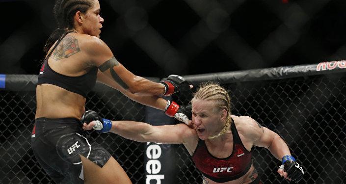 Эки мушкердин беттеши UFC-215 турниринин алкагында Канаданын Эдмонтон шаарында өтүп, кармаш беш раундка созулду