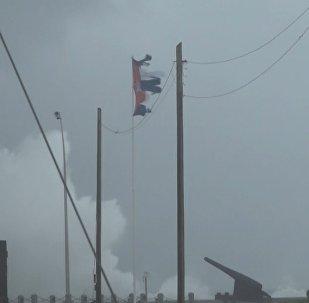 Гигантские волны обрушились на Гавану — кадры урагана Ирма