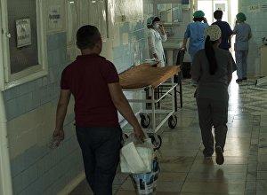 Пациенты и гости клинического родильного дома. Архивное фото