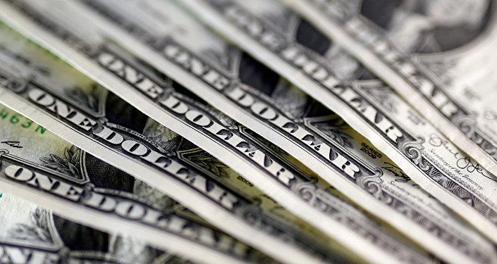 Долларовые купюры США. Архивное фото