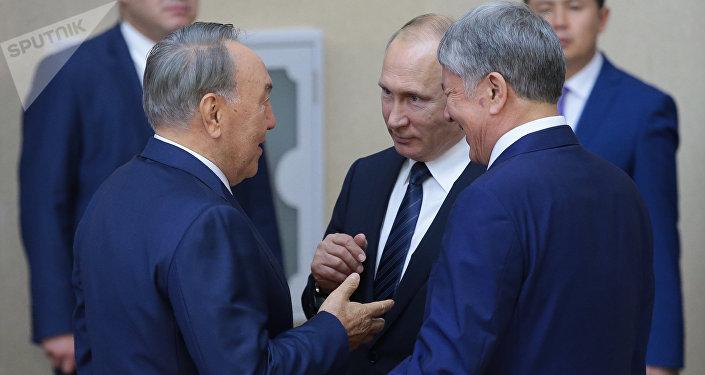 Президенты России, Казахстана и Кыргызстана — Владимир Путин, Нурсултан Назарбаев и Алмазбек Атамбаев. Архивное фото