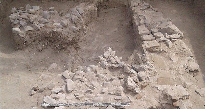 Строением оказался двухкомнатный кумбез (мавзолей. — Ред.) с куполом. Длина объекта — 9 метров, ширина — 5.