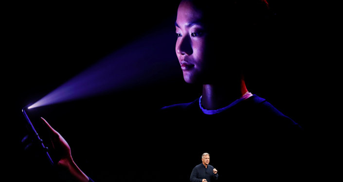 Apple компаниясы тартуулаган iPhone X телефону. Архивдик сүрөт