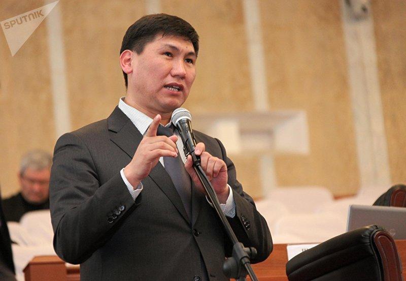 Экс-депутат парламента Улукбек Кочкоров во время заседания ЖК