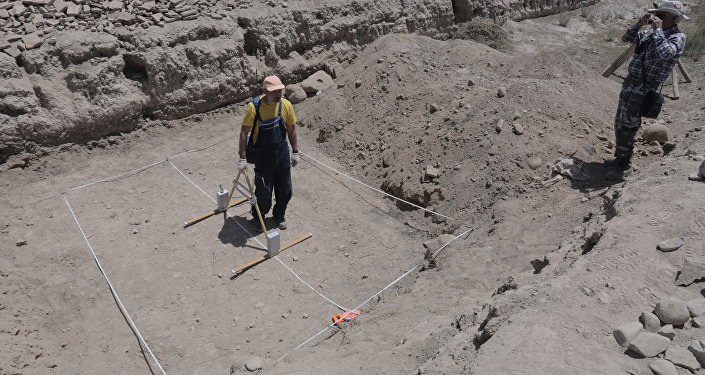 В ходе раскопок обнаружили фрагменты керамических сосудов, водопроводных труб, монеты и другие предметы древности