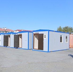 Россия Кыргызстанга гуманитардык жардам катары бир бөлмөлүү 35 мобилдик турак үй берди