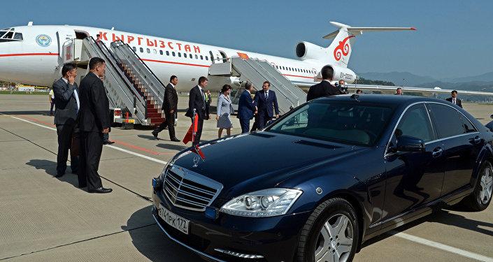 Президент Алмазбек Атамбаев прибыл с рабочим визитом в Сочи (Россия)