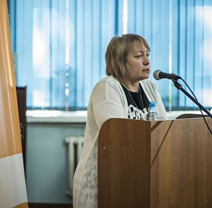 Руководитель информационного агентства и радио Sputnik Кыргызстан Елена Череменина во время выступления на презентации аудиокниги по роману Сломанный меч