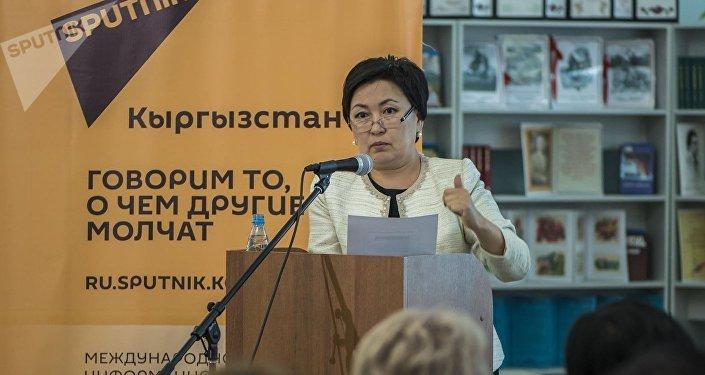 Уникальный проект, который не имеет аналогов в стране, презентован представителям системы образования, в том числе министру Гульмире Кудайбердиевой, директорам инновационных школ, членам Кыргызской академии образования и школьникам