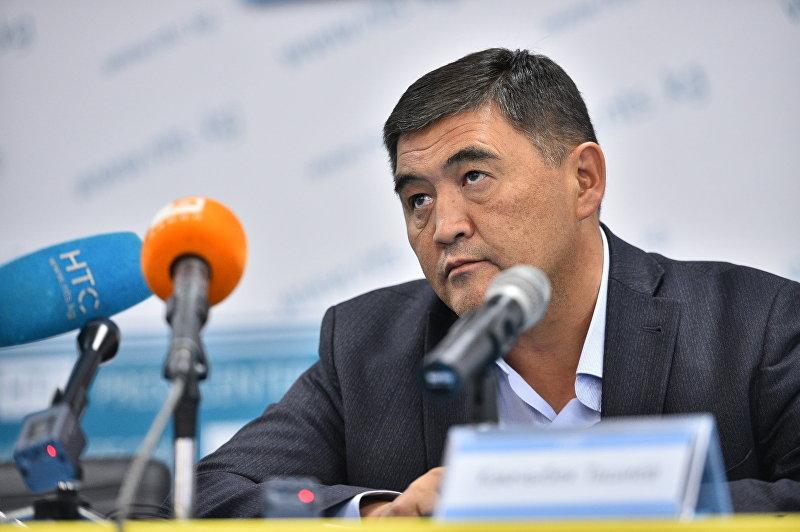 Кандидат в депутаты от партии Республика — Ата-Журт Камчыбек Ташиев на пресс-конференции в Бишкеке.
