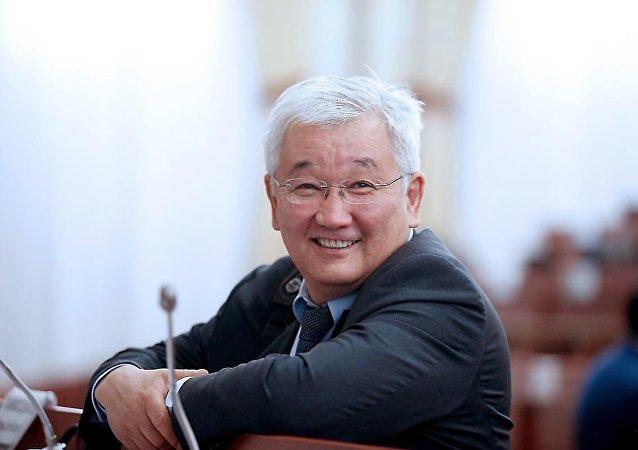 Архивное фото экс-председателя Национального банка КР Кубанычбека Кулматова
