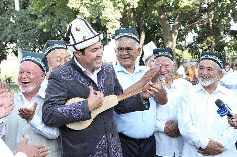 Акын импровизатор, комузчу Идирис Айитбаев