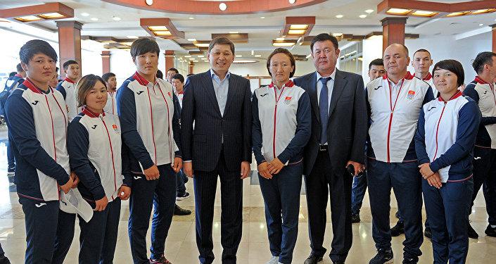 Премьер-министр Сапар Исаков принял участие в торжественной церемонии проводов спортивной делегации Кыргызстана на V Азиатские игры в закрытых помещениях и по боевым искусствам