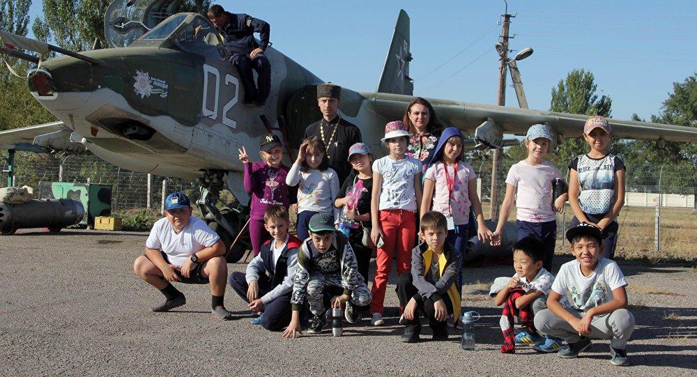 Ученики бишкекской школы имени Чехова посетили российскую авиабазу в Канте