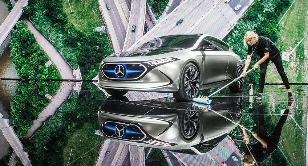 Концепт электромобиля Mercedes-Benz Concept EQ. Архивное фото