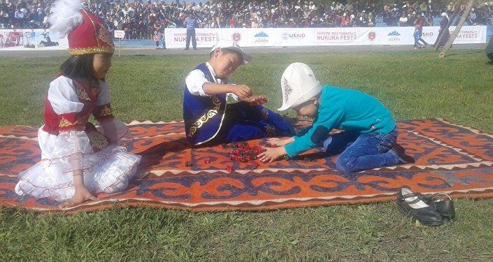 Нарын шаарынын 149 жылдыгына арналган салтанат чоң программадагы бүгүн, 16-сентябрда кечинде концерт жана фейерверк менен жыйынтыкталат.