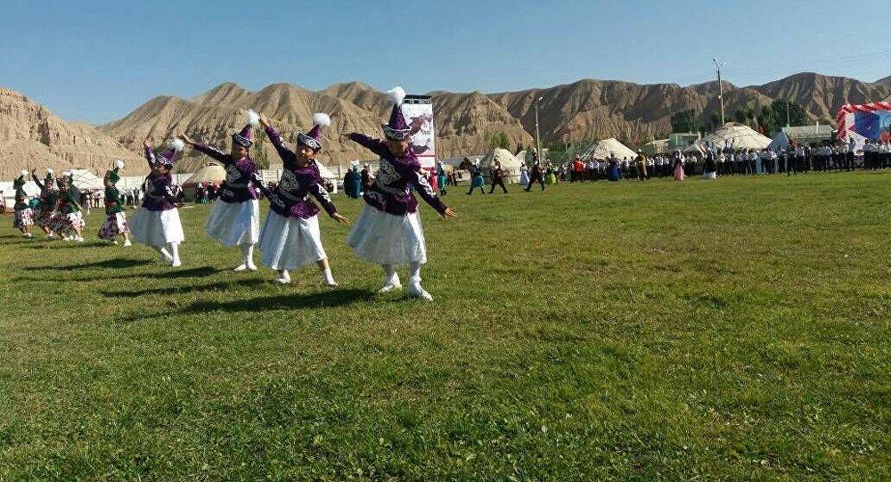 Нарын шаарында кыргыз маданиятын, каада-салтын даңазалаган Нукура фест маданий иш чарасы өтүп жатат