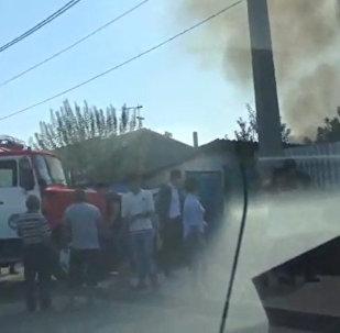 Клубы дыма над частным сектором снял очевидец в Бишкеке