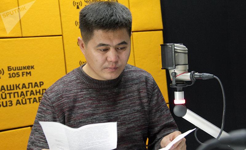 Кыргызский актер театра и кино Жолдошбек Жанжигит уулу во время интервью Sputnik Кыргызстан