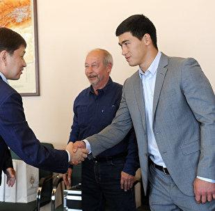 Встреча премьер-министра Сапара Исакова с российскими боксерами Дмитрием Биволом и Сергеем Кузьминым