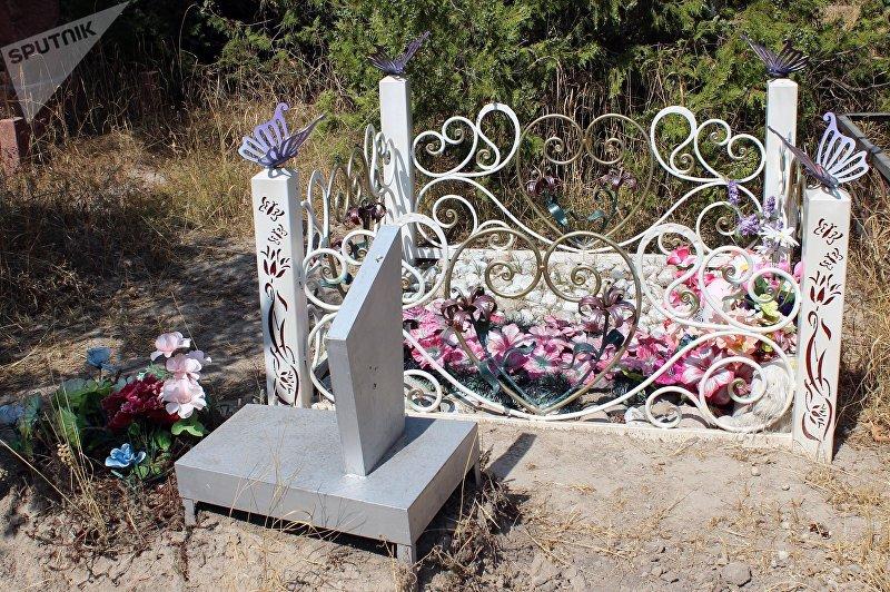 Могила на юго-западном кладбище Бишкека