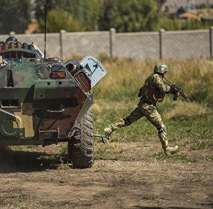 Сотрудники спецслужбы КР во время командно-штабных учений Иссык-Куль Антитеррор-2017 в селе Бает Иссык-Кульской области