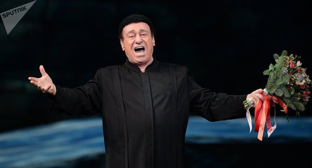 Оперный певец Зураб Соткилава во время выступления. Архивное фото