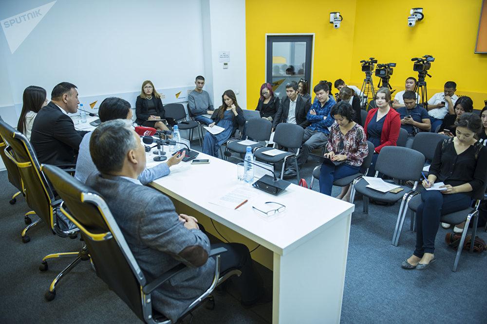 18 сентября в мультимедийном пресс-центре Sputnik Кыргызстан состоялась пресс-конференция Как решится проблема переполненности в школах Бишкека — ответ мэрии