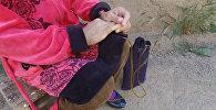 Она носит жизнь в сумке — борьба бишкекчанки со смертельной болезнью