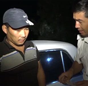 Прав нет. Вы что, пили? — видео рейда патрульных в Чуйской области