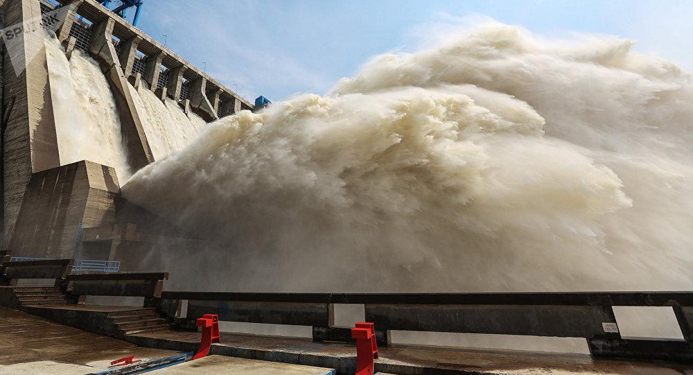 Спуск воды на водохранилище. Архивное фото