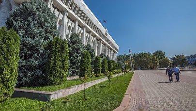 Бишкектеги Жогорку Кеңештин имараты. Архив