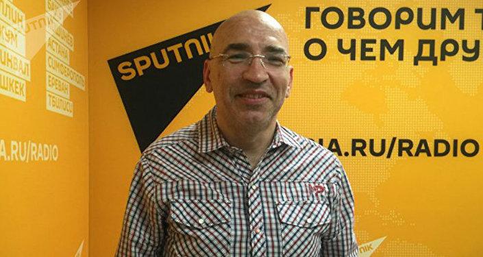 Политолог Леонид Крутаков в радиостудии Sputnik Армения