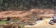 Экскаваторы уносило, как щепки, — жуткое видео наводнения в Лаосе