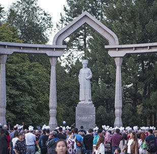 В Дубовом парке у памятника Курманджан датке. Архивное фото