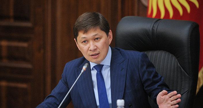 Премьер-министр Сапар Исаковдун архивдик сурөтү