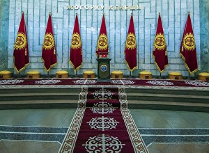Холл здания Жогорку Кенеш в Бишкеке. Архивное фото