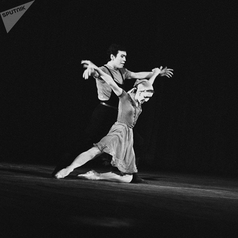 Сцена из балета Калыя Молдобасанова Материнское поле