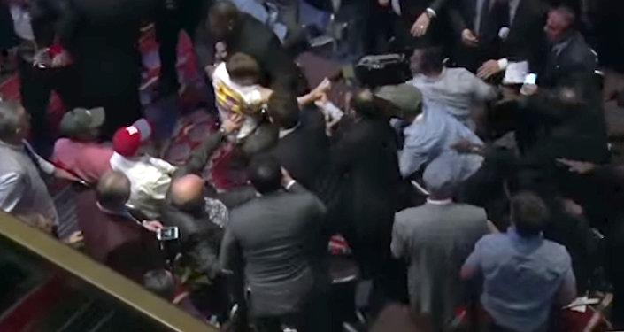 Во время речи Эрдогана в Нью-Йорке в зале началась драка – видео