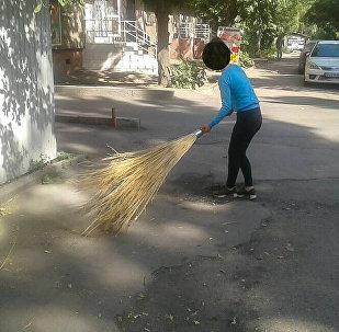 В Бишкеке нарушителей продолжают привлекать к общественным работам