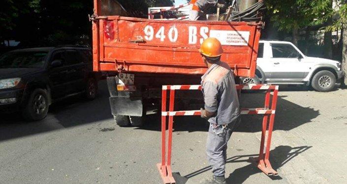 Теперь 35 единиц металлических труб и ограждения от улицы Боконбаева до Токтогула убраны, сообщили в мэрии.