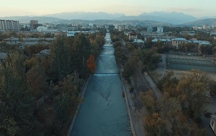 Как подают воду в арыки Бишкека — кадры с высоты птичьего полета